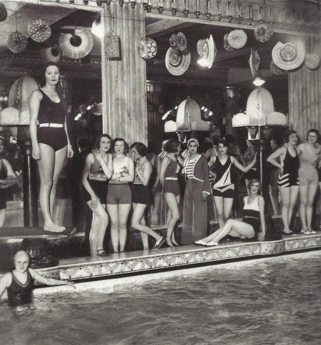 Les baigneuses du Lido de Paris, vers 1930.