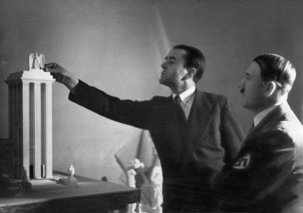 Speer-Hitler les ailes de la moustache