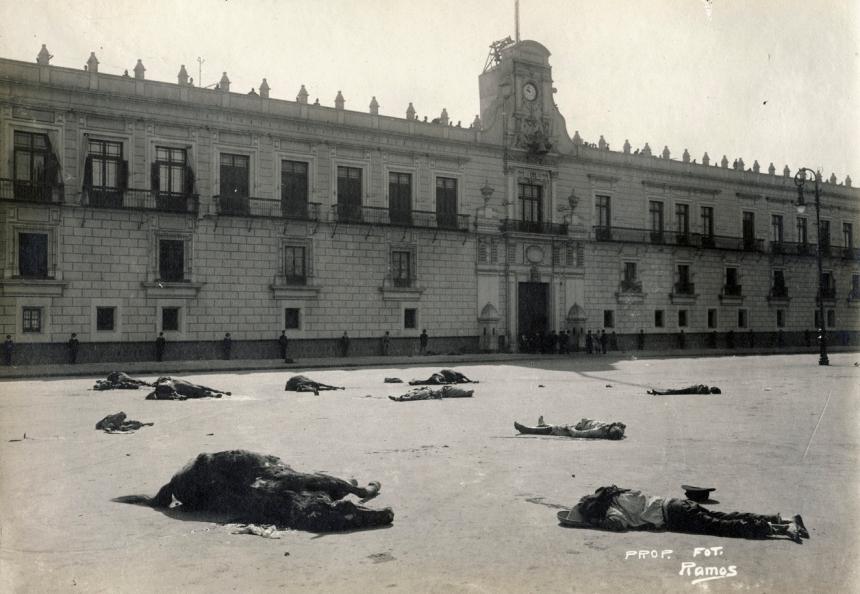 Près du palais national lors des révoltes, Mexico, Manuel Ramos, ca. 1913