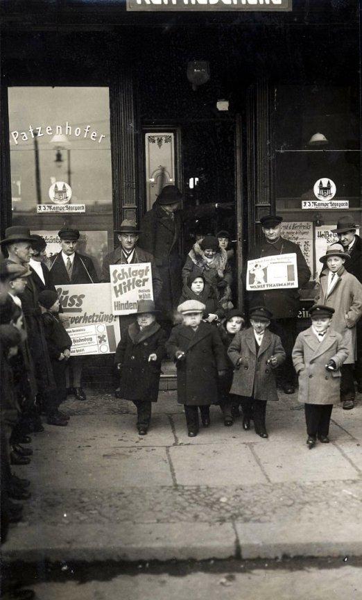 """""""Les petites gens"""" propagande électorale. Allemagne 1932"""