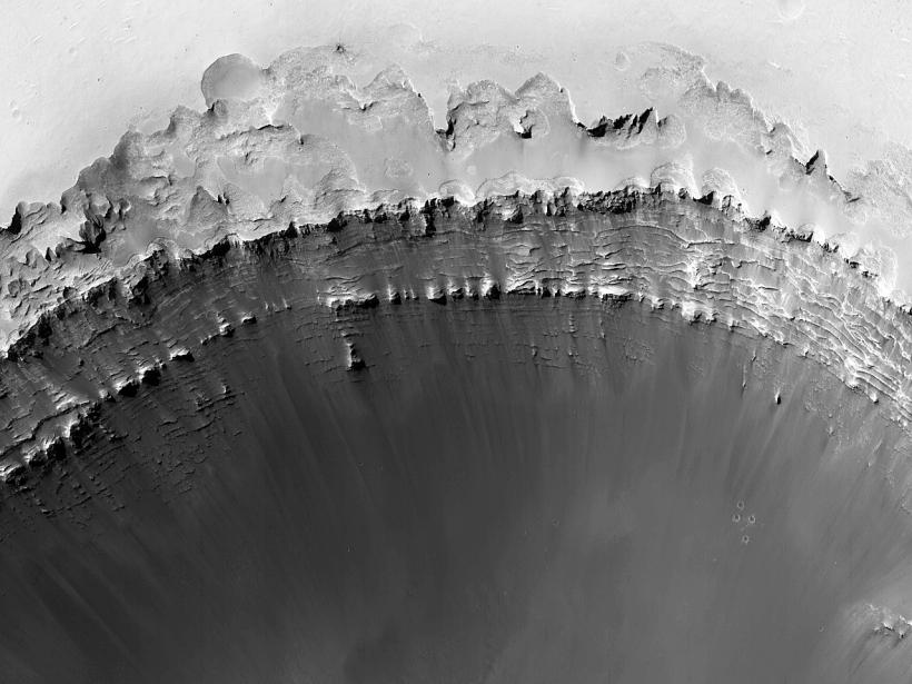 Dunes et pistes dans un cratère au sud-ouest du cratère Xainza (#MARS)