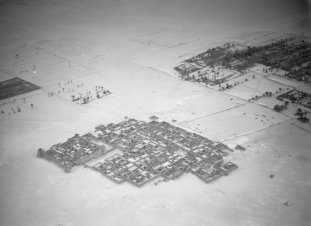 Une ville dans le désert, 1930-31 Walter Mittelholzer